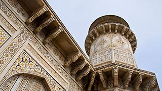 https://roadscholar-iv-prod.azureedge.net/publishedmedia/8i6ndva98uc9sd05hbxk/18716-Best-of-India-Treasures-North-South-Agra-Tomb-smhoz.jpg