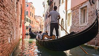 https://roadscholar-iv-prod.azureedge.net/publishedmedia/946zu1hss3h8n2ymciif/18206-Venice-Italy-smhoz.jpg