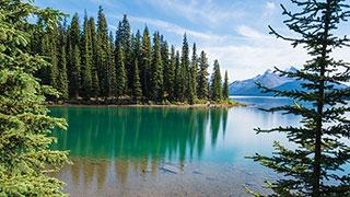 https://roadscholar-iv-prod.azureedge.net/publishedmedia/afh3pm8ibh3x0i22daf3/3856-canada-alberta-exploring-canadian-rocky-mountain-parks-smhoz.jpg
